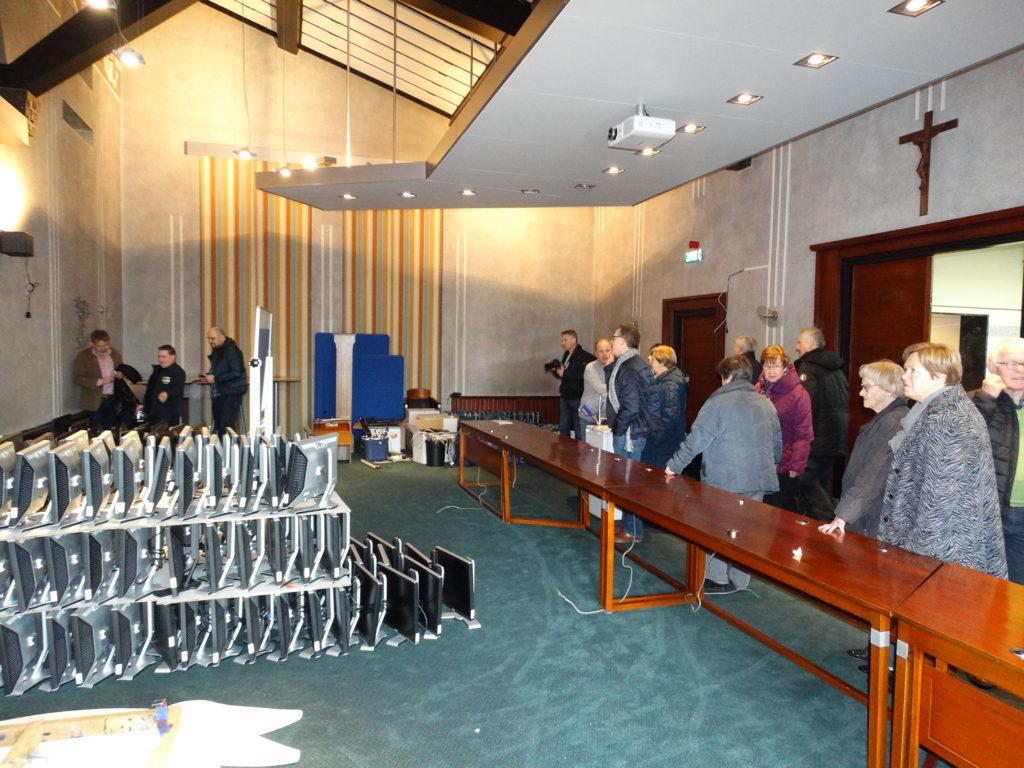Binnenkijken Op Vlieland : Een verweesd gevoel in de raadszaal tijdens open dag jan en jan